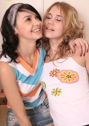 Russian Lesbian Porn Pictures